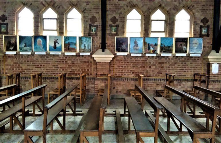 L'église du Sacré-Cœur à Bray-Dunes se dote de deux vitrines